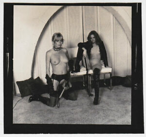 Original-vintage-1970s-nude-2-bored-whip-ladies-contact-print