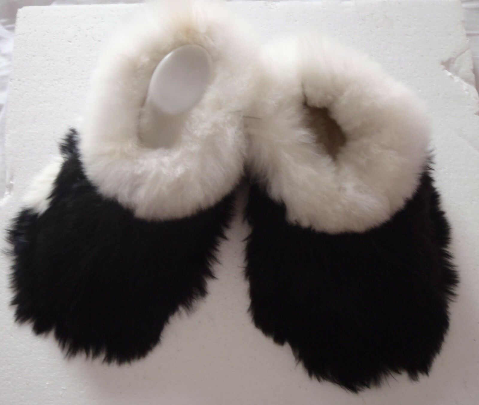 PERUVIAN ALPACA FUR SLIPPERS  SNOWY WHITE & JET BLACK   7 40