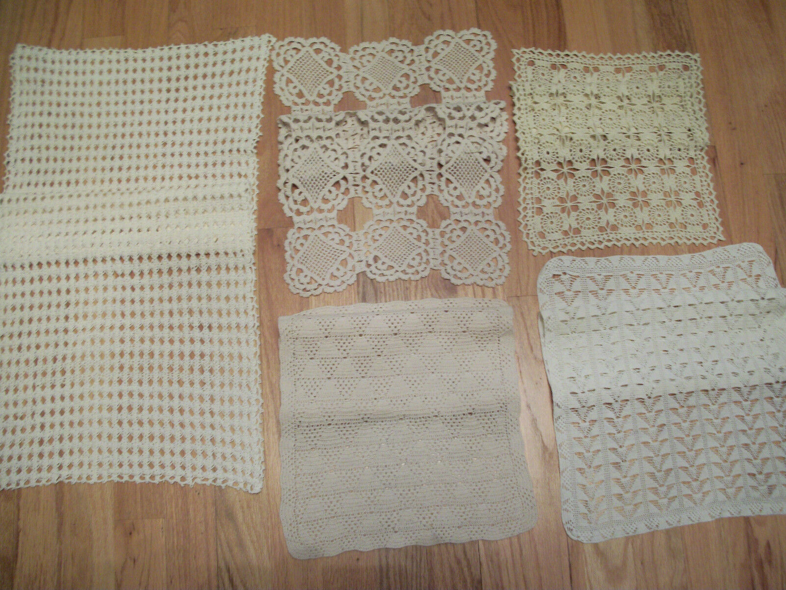 Vintage 5 Pièce Lot hand crochet nappe Table Runner DOILIES LQQK