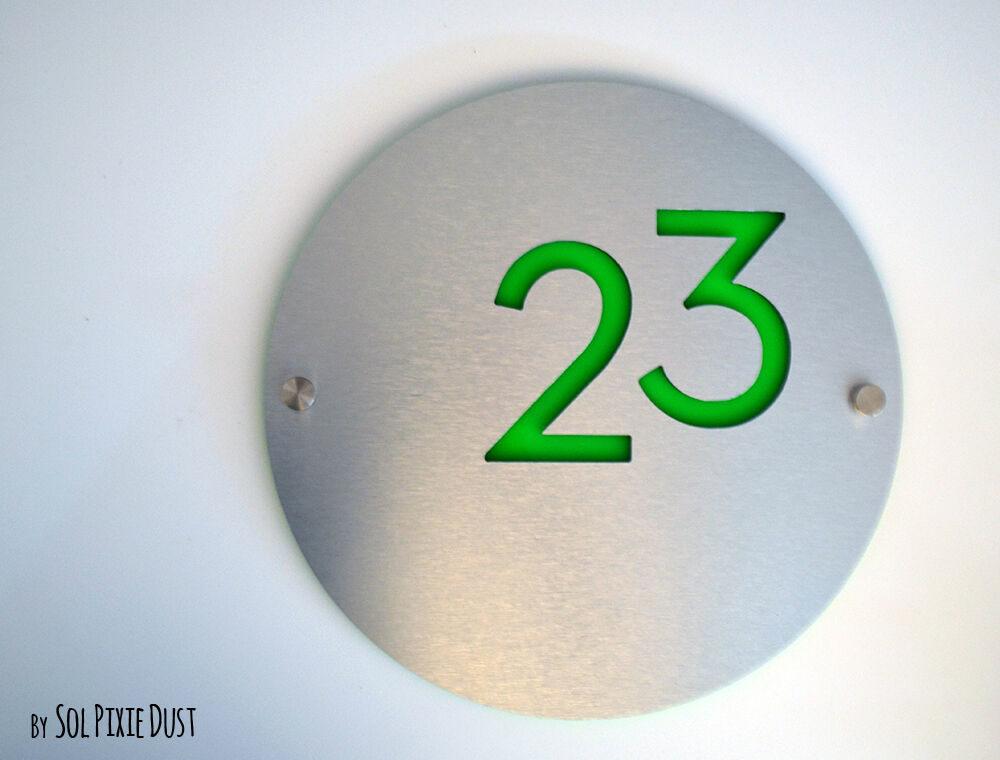 Modern House Numbers, Round Alucobond with Bright Grün Acrylic - Sign Plaque