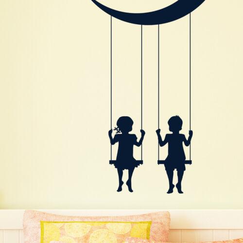 10414 Wandtattoo-Loft® Wandtattoo Zwei Mond Kinder auf einer Schaukel Sterne