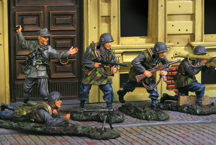 THE COLLECTORS SHOWCASE WW2 ITALIAN FORCES ATTACK SET MIB