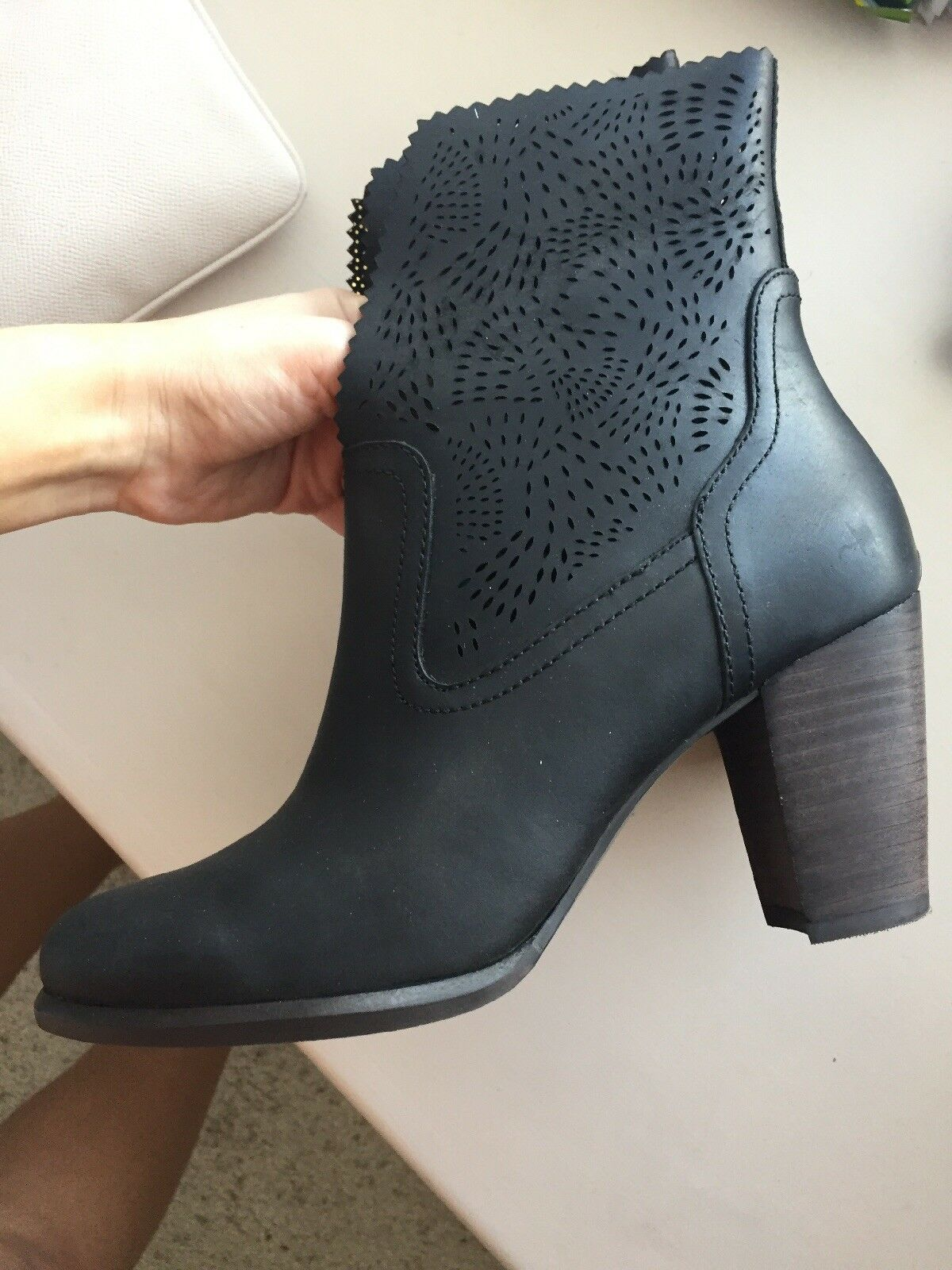 Women's Black ankle boots 6.5