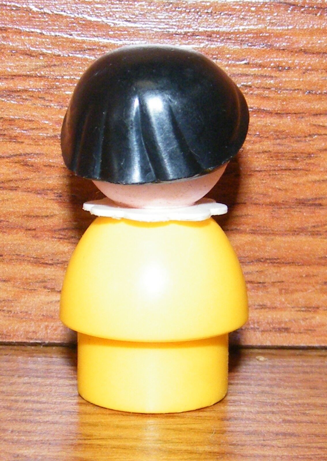 Vintage Fisher Price Plastic Little People Girl W    Brown Hair & Yellow Shirt 8055a9