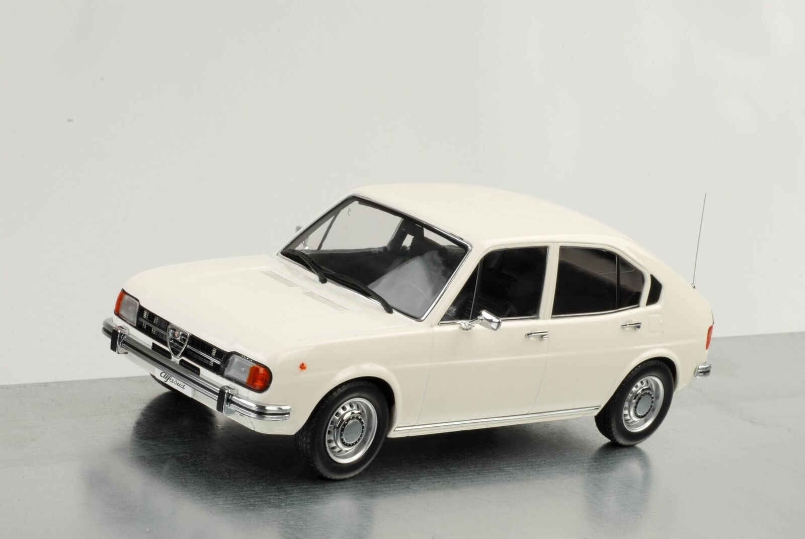 1974 Alfa Romeo Alfasud 1.3 blancoo 1 18 KK DIECAST