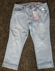 fb9e25105a2 Image is loading NWT-Womens-Almost-Famous-Mid-Rise-Capris-Size-
