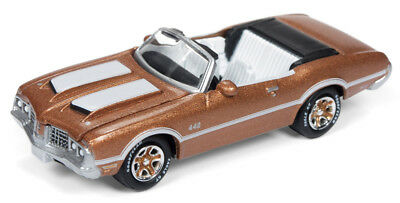 1//64 Johnny Lightning Classic Gold 1972 Oldsmobile Cutlass 442 Convertible in Sa