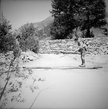 SUISSE c. 1948 -Traversée risquée Rivière Saas Almagell- Négatif 6 x 6 - Sui 238