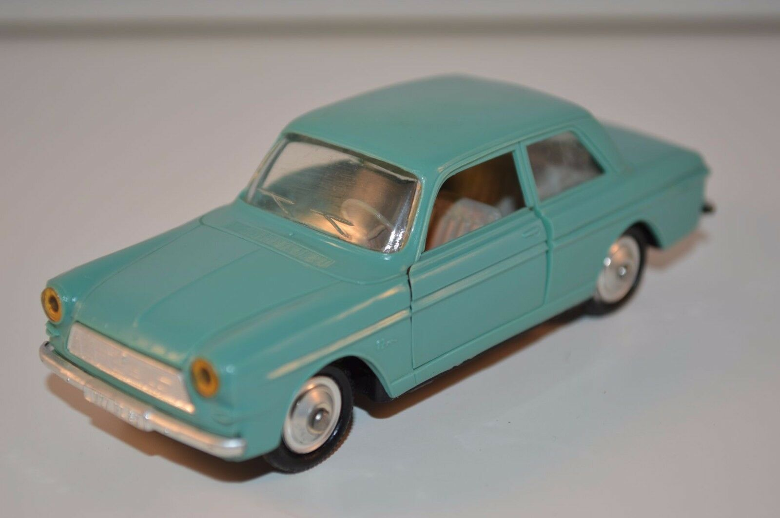 Norev 77 Ford Taunus 12 M in green plastique very very near mint