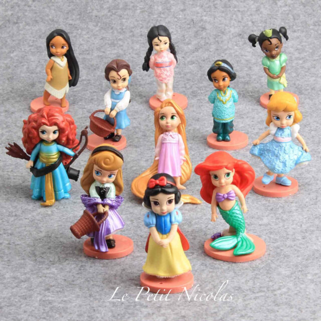 Princesses Disney lot de 11 figurines Blanche-Neige Belle Cendrillon juet décor