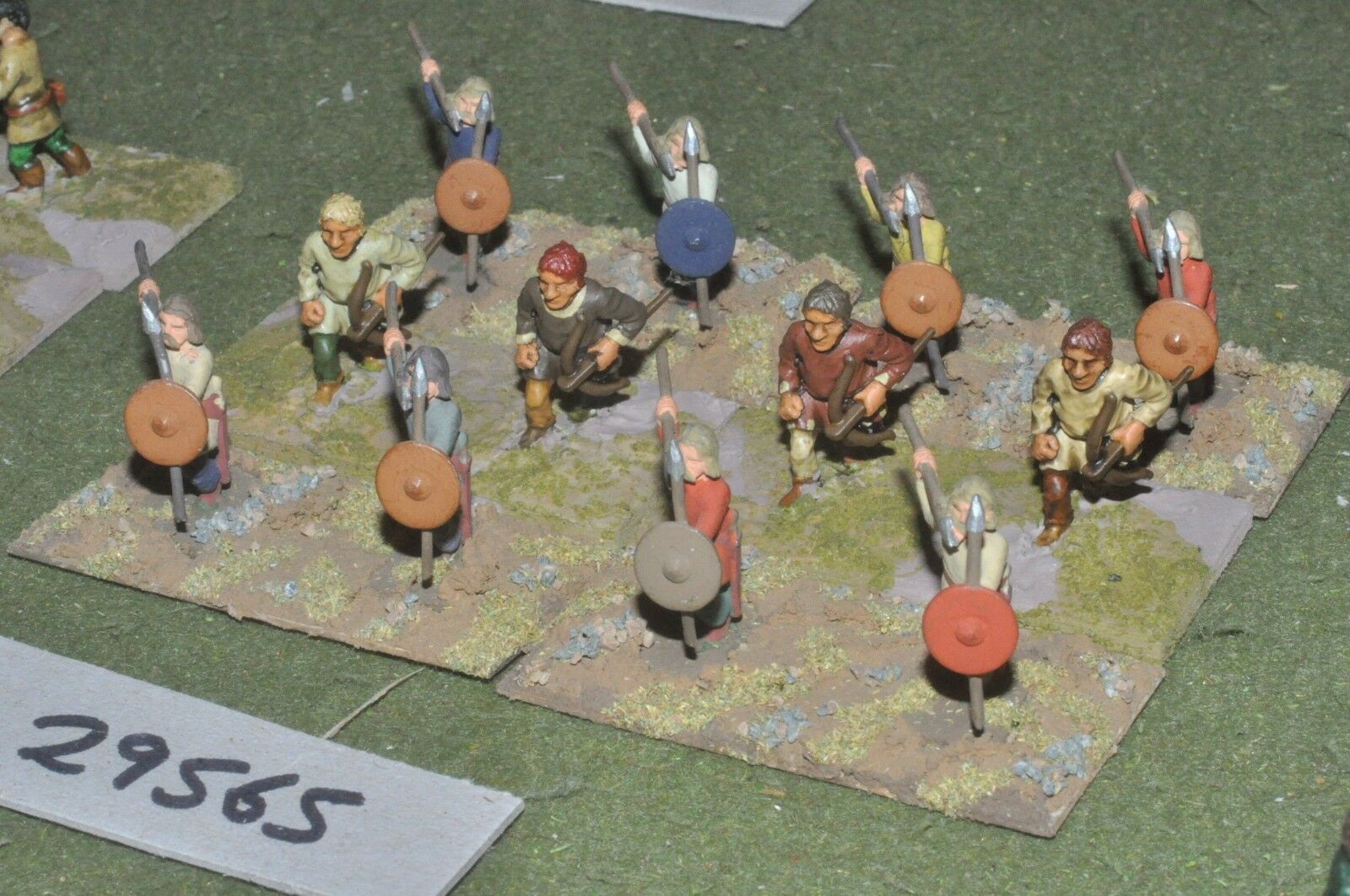25mm dark ages   norman - skirmishers 12 figures - inf (29565)