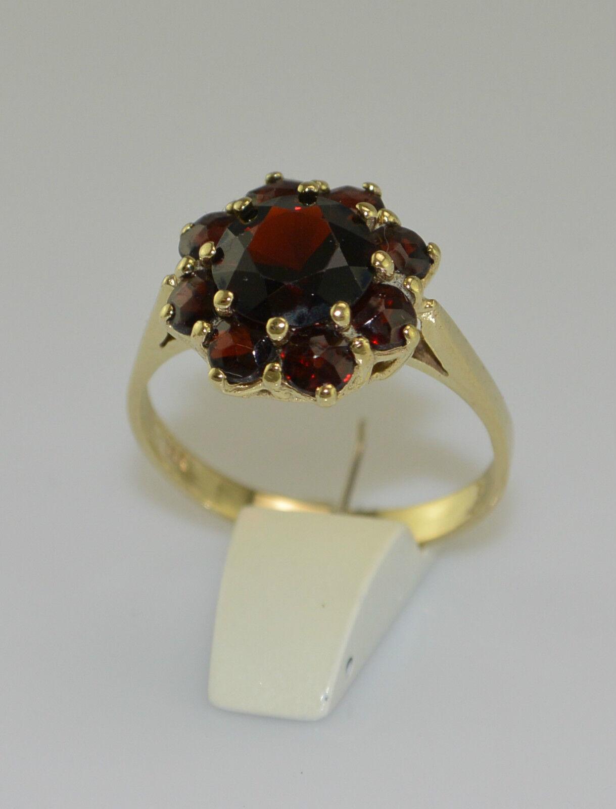 Ring mit böhmischem Granat 333er 8 Karat yellowgold