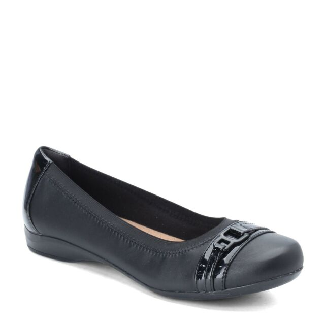 Clarks Womens Kinzie Leather Closed Toe