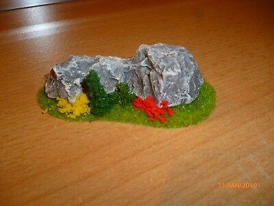 """Marchio Popolare Piccolo Diorama """"albero Al Roccia"""" Traccia Z-mostra Il Titolo Originale Aspetto Elegante"""