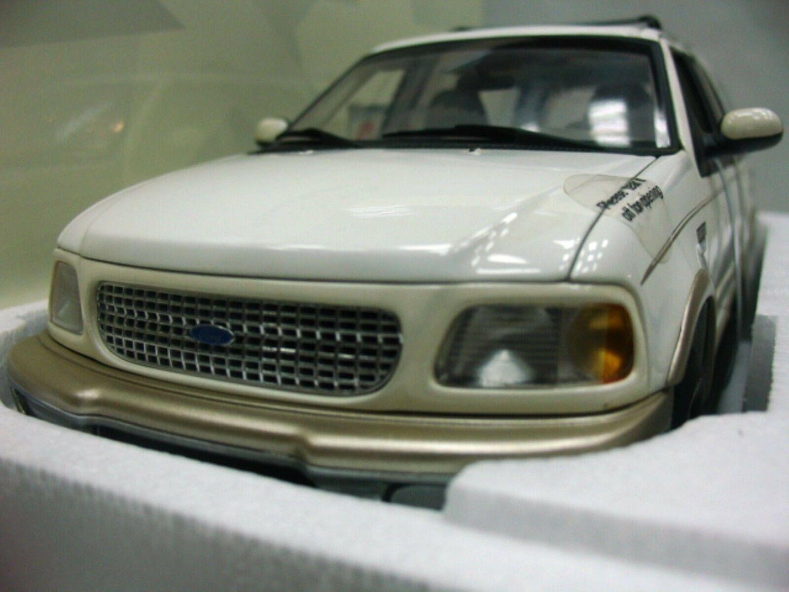 WOW estremamente raro SUV Ford Expedition 4x4 5.4 V8 EB 1998 Bianco 1 18 UT-AUTO ART