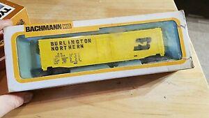 HO-SCALE-TRAIN-Car-IN-BOX-VINTAGE-BURLINGTON-NORTHERN-BN-YELLOW-BACHMANN-10024