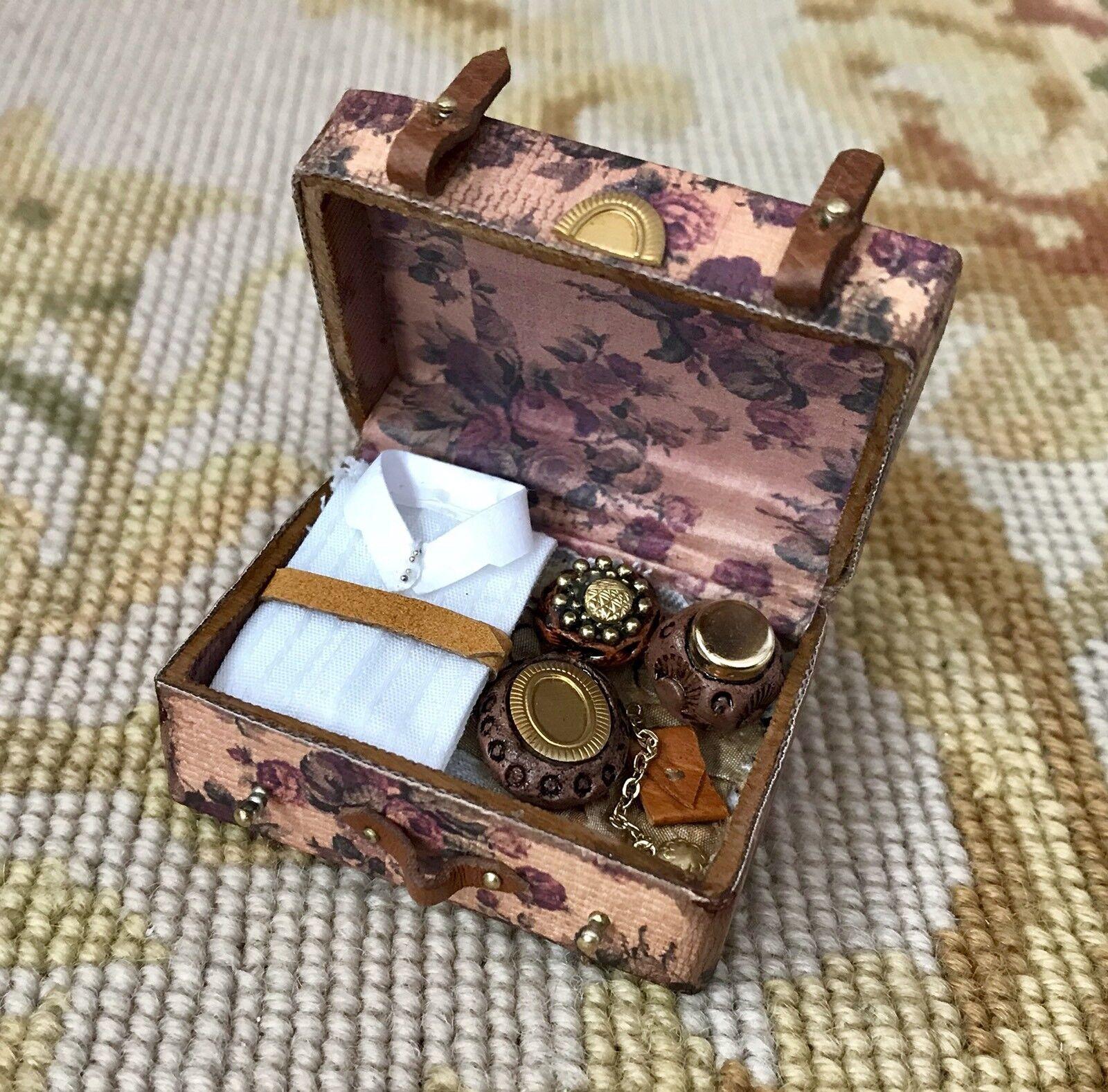 Pat Tyler Casa de Muñecas en Miniatura Floral Bolsa de equipaje maleta medio llena p904