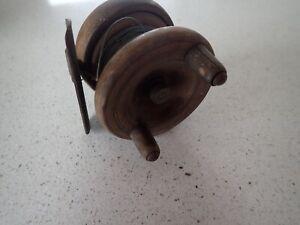 vintage-Wooden-fishing-reel