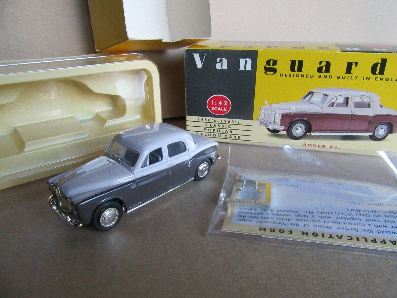 559G Vanguard VA19001 Rover P4 1950 Beige brun 1 43