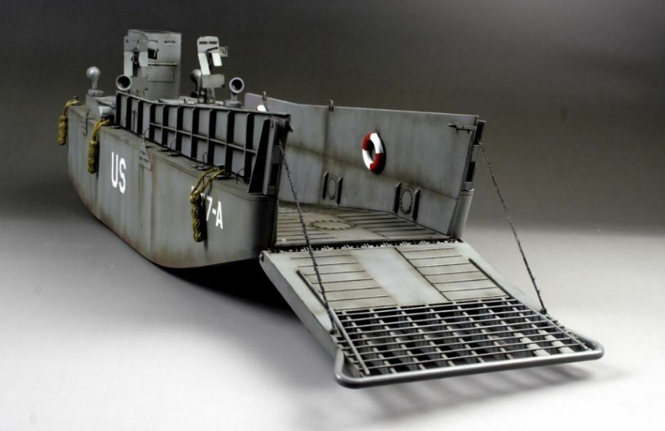 Award Winner Built Trumpeter 1 35 35 35 USN LCM3 Landing Craft +PE +More 880