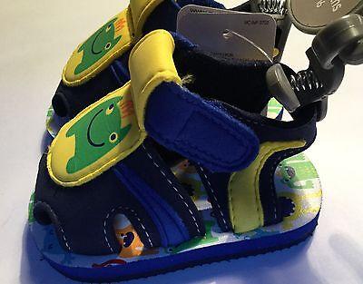 Mothercare Bebé Niño Cochecito Sandalias en azul y amarillo con detalle de monstruo verde