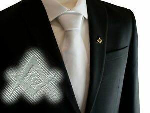 Freemasons-Masonic-White-Tie-with-Discreet-Square-and-Compass-with-034-G-034-Pattern