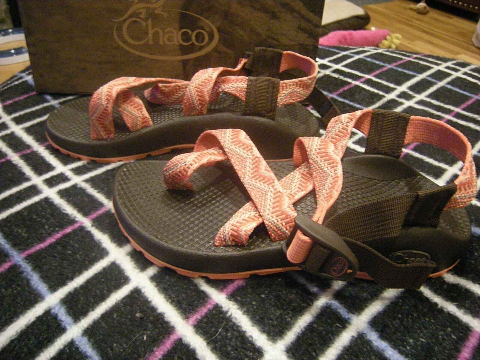 Brand New donna Beaded rosa Chaco Z2 Classic Sandals, Dimensione 5