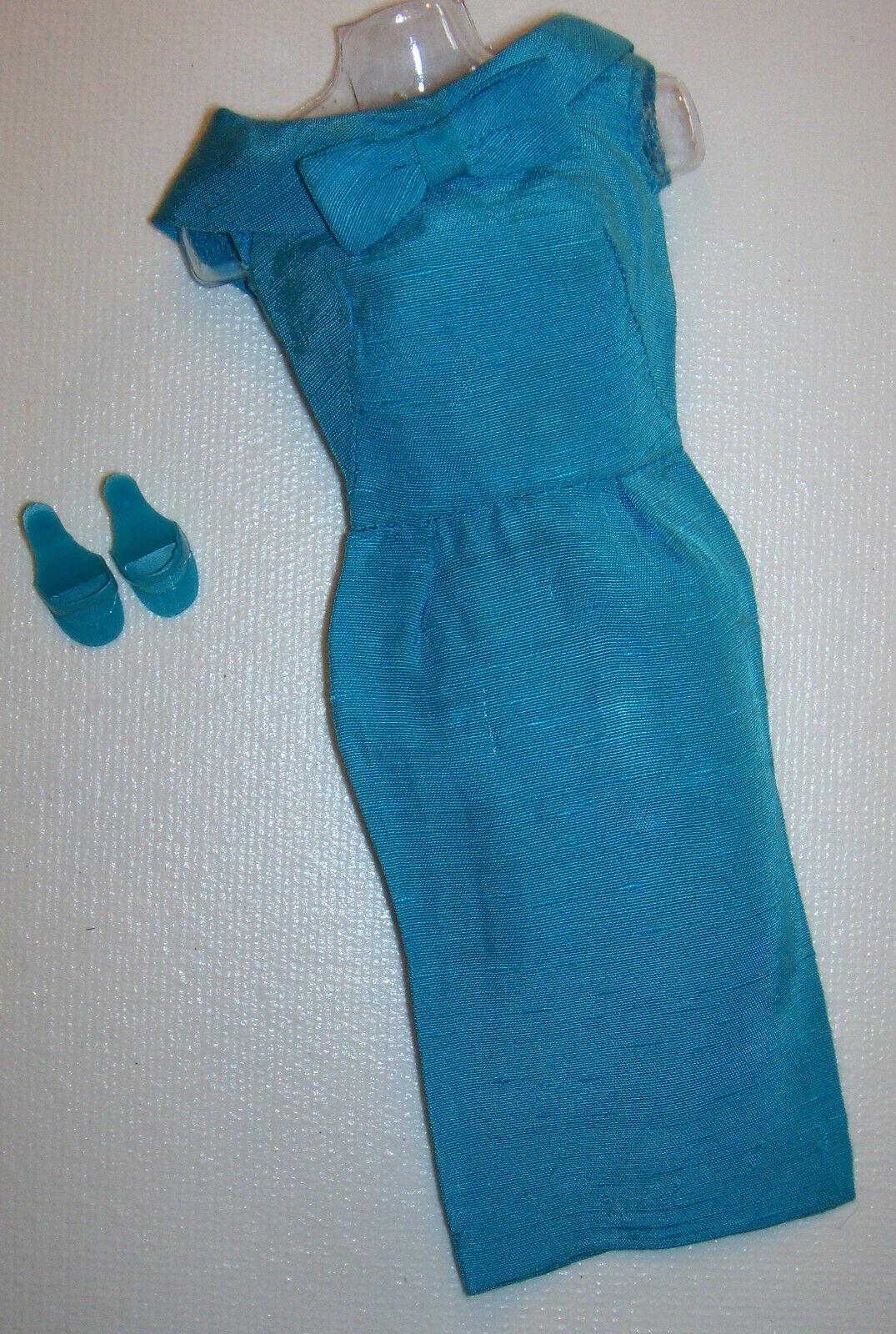 Vintage Barbie Turchese Gioiello Tono Silk Vestito Guaina Moda Pak 1962 Ot
