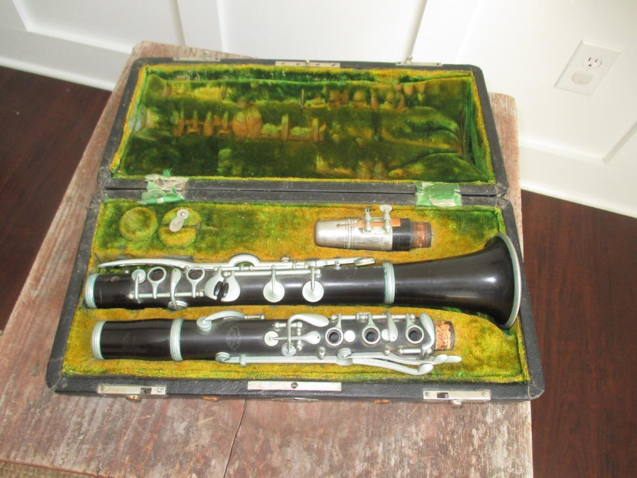 Vintage Rare C.G. Conn 4N Trademark Stamp Clarinet W  Case + Zyloid Mouthpiece