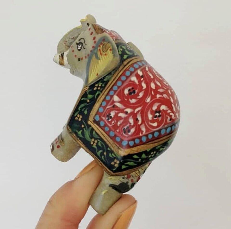 Andre samleobjekter, Lille stenfigur, Elefant