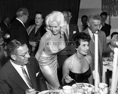 AB-150 SOPHIA LOREN /& JAYNE MANSFIELD AT A PARTY IN 1957-8X10 PUBLICITY PHOTO