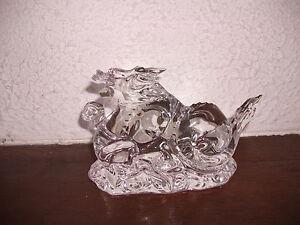 DRAGON zodiaque en cristal de Baccarat - France - DRAGON ZODIAQUE en cristal clair Baccarat Longueur 13,5 cm Hauteur 7,5 cm Poids 445 grs Estampillé logo baccarat + signature ETAT NEUF - France