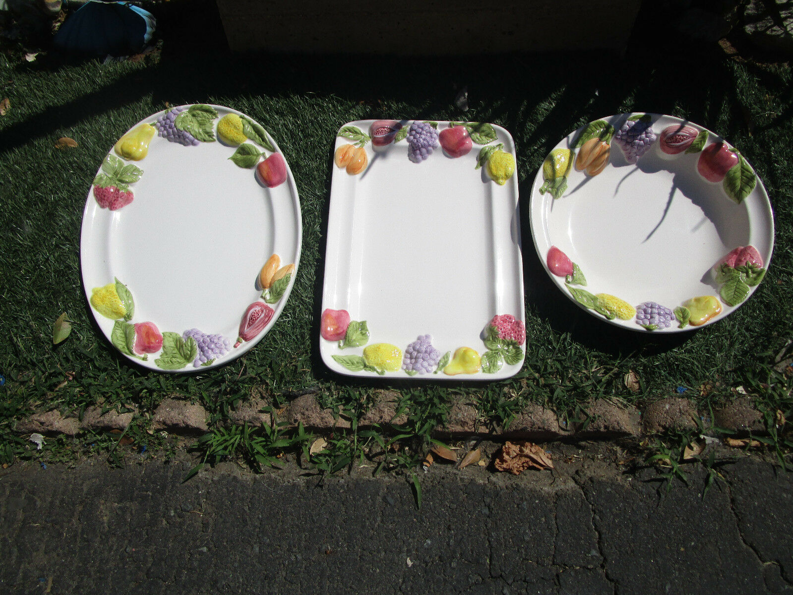 Lot de 3 grandes Serving Dishes 2 plateaux & 1 bol avec en relief fruits motif vintg