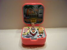 VINTAGE POLLY POCKET BLUEBIRD LULU & HER SPEEDBOAT RING COMPACT COMPLETE :)