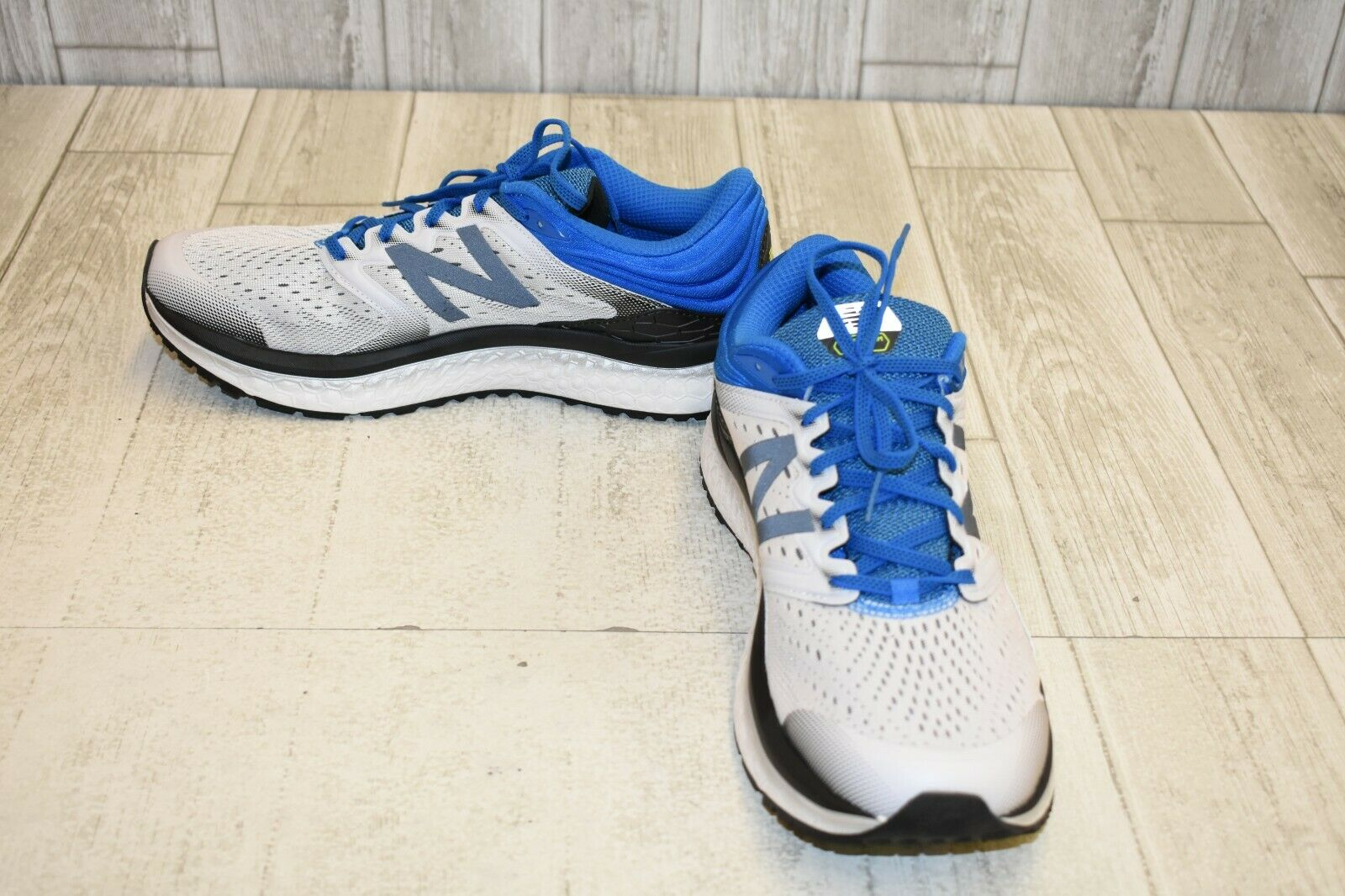 New Balance Fresh Foam 1080v8 Athletic shoes - Men's Size 11.5D, White Black bluee