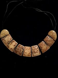 Vintage-Eight-Auspicious-Signs-Carved-Buffalo-Bone-Necklace-Ashtamangala-Tibetan