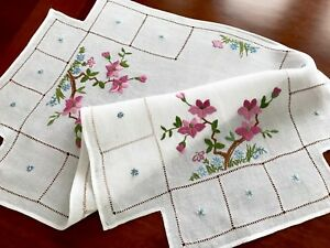 Vintage-Hand-Embroidered-White-Linen-Large-Table-Centre-Cloth-19x31-Inches
