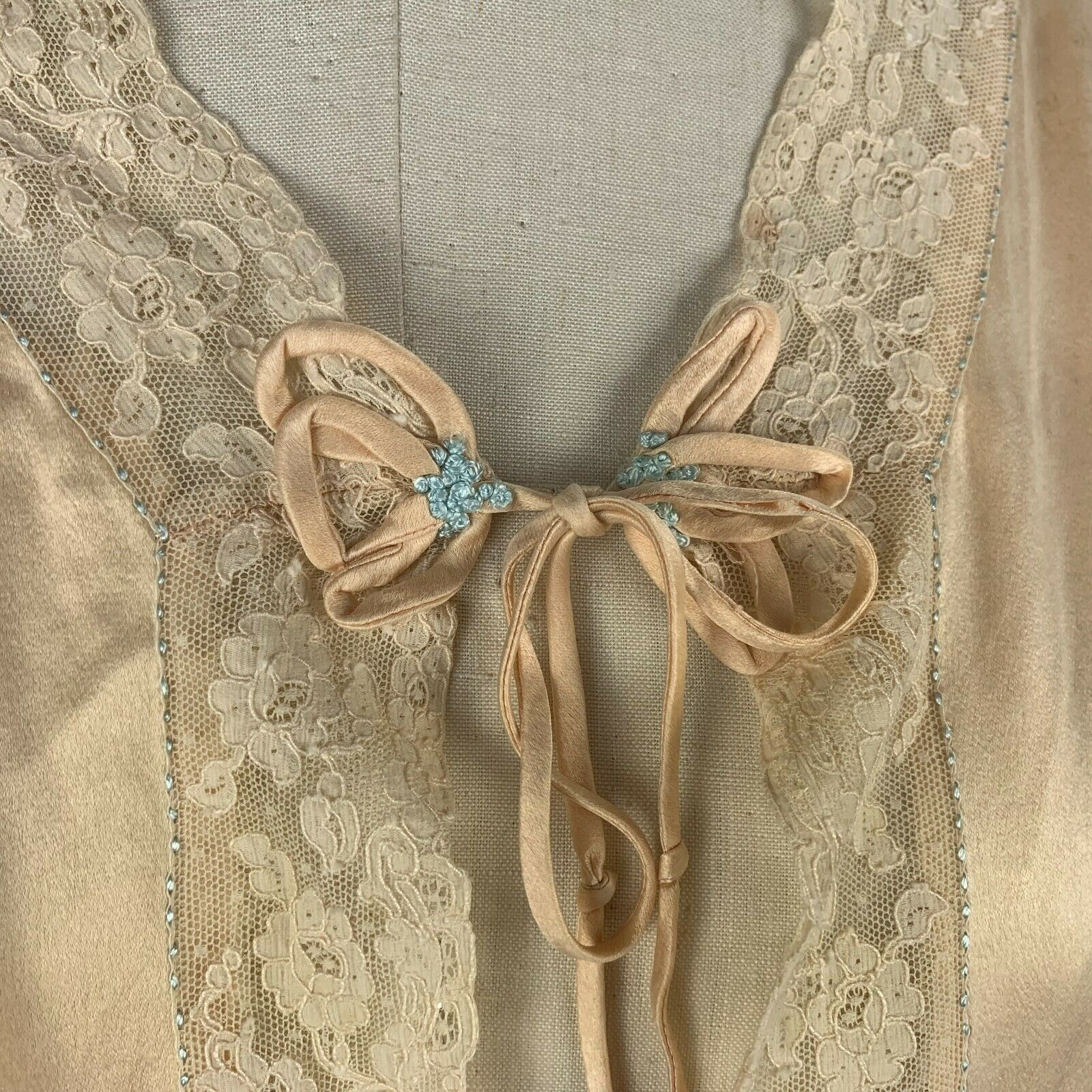 1930s rich silk bed jacket - image 3