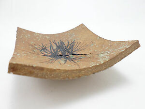 Vintage-Footed-Slab-Dish-Incised-Studio-Art-Pottery-Signed-K-amp-Leaf-Mark