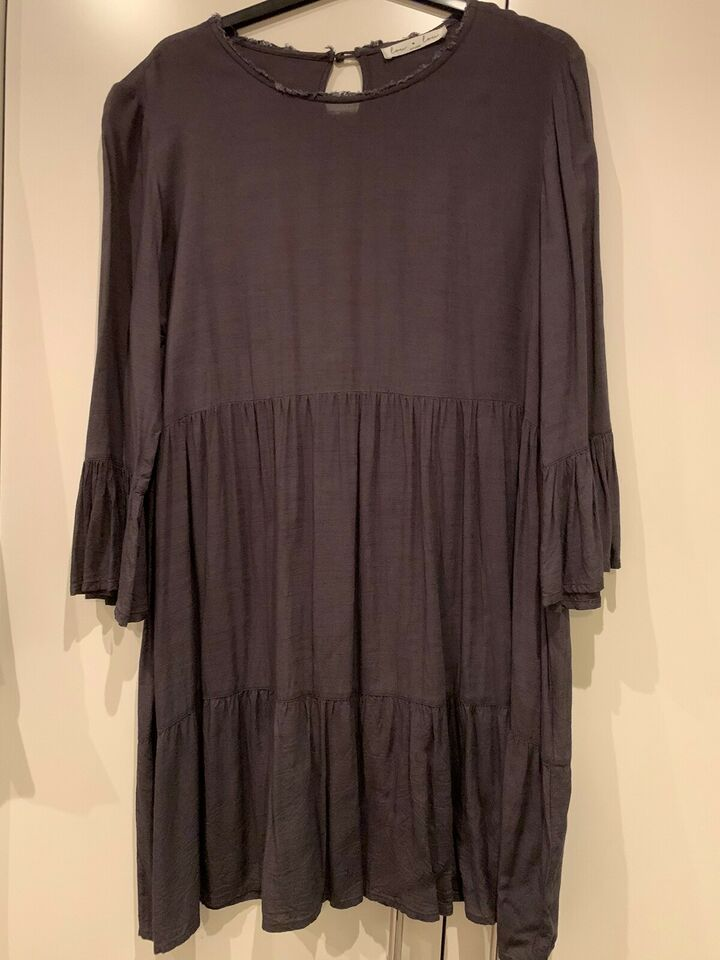 Anden kjole, Lou loum, str. M