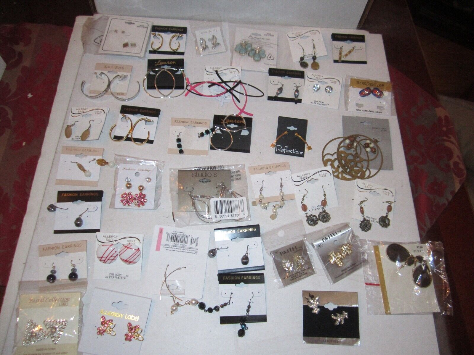 75 PAIRS OF EARRINGS - FASHION JEWELRY - LAUREN, BALLET & MORE - LOT3 - TUB RR