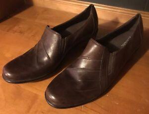 0c488b2b196 Details about Clarks Artisan Rosalyn Adele Slip-On Brown Leather Block Heel  Shoe Womens Sz 9M