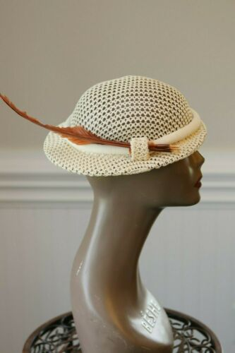 Sweet 40s 50s Vintage  Ivory Cap Feathers 194s 195