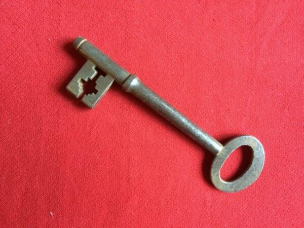 100% De Calidad Large Antique Key FáCil Y Simple De Manejar