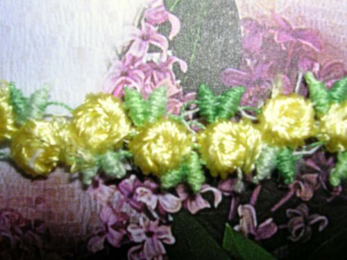 "5y Venise Lace Rosebuds  3//8/"" Yellow w// Green Rayon Dolls Trim #2290"