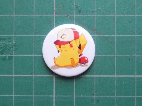 Pikachu Trainer Pokemon Badge 25//58mm Pin Badge Pokemon Go Cute Nerd Geek Gift