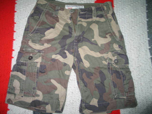 891ce42182b0 Men s AMERICAN EAGLE OUTFITTERS CLASSIC CAMO SHORTS -28 CARGO ...