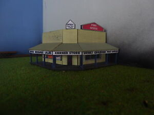 N-scale-building-Corner-store-KIT