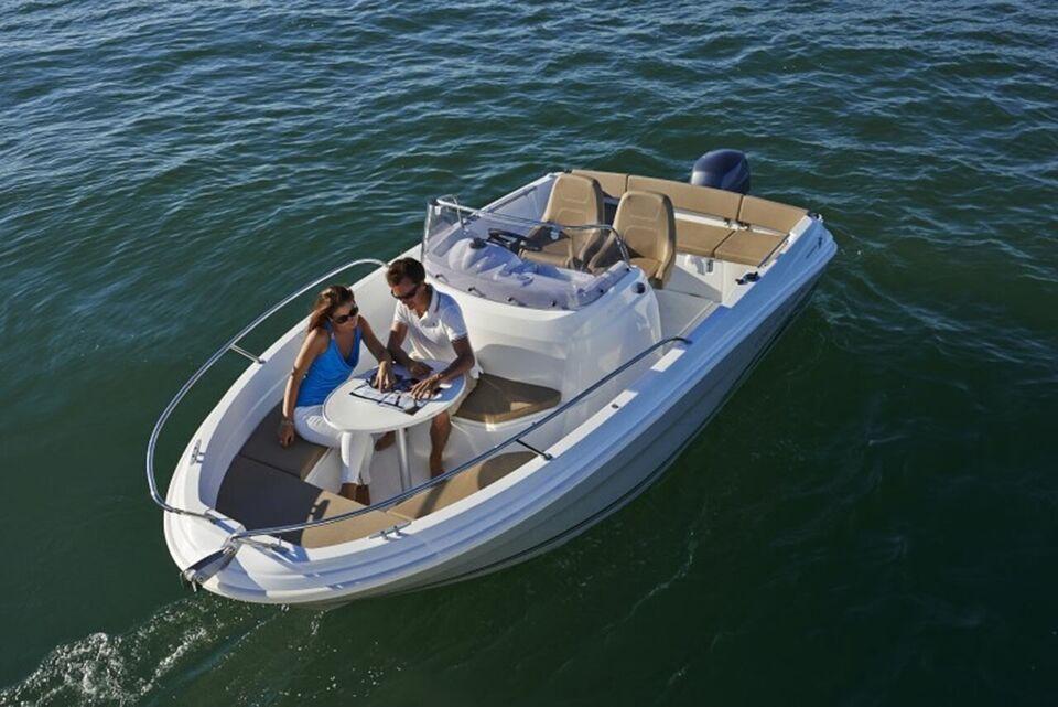 Jeanneau Cap Camarat 5.5 CC m/40HK og udstyr, Motorbåd,