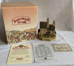 David-Winter-Cottages-034-Stone-Cutter-039-s-Cottage-034-1989-w-COA-amp-Box-Christmas-Figure